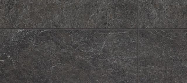 Интересные цветовые решения получаются, если использовать черный ламинат под камень или плитку.