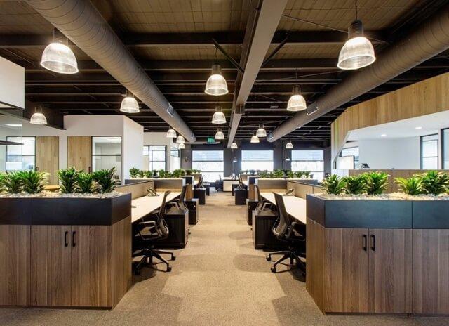 Выбирая ламинированное покрытие в офис, особое внимание следует уделить цвету и текстуре.