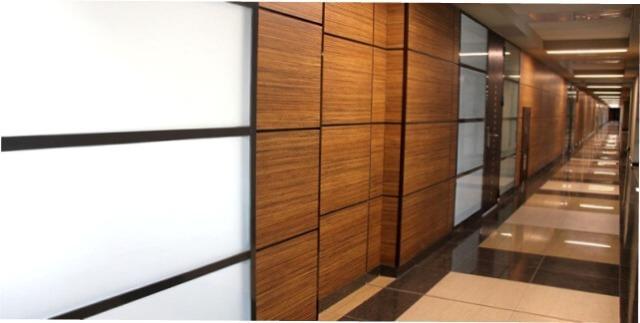 Нужно сказать, что используют МДФ стеновые панели в самых разных стилях. В этом собственно и заключается основное отличие такого вида декора, ведь далеко не всякая деталь отлично впишется в любой интерьер. То есть можно без особого труда подобрать отличный вариант для дома, или же в офис.