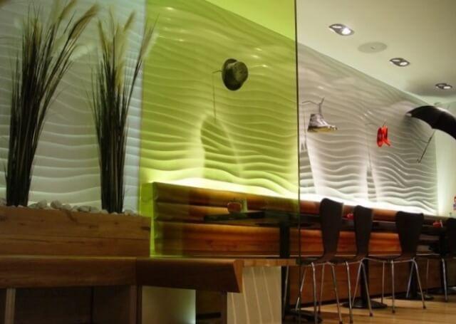 Фото оформления интерьера кафе 3Д панелями:
