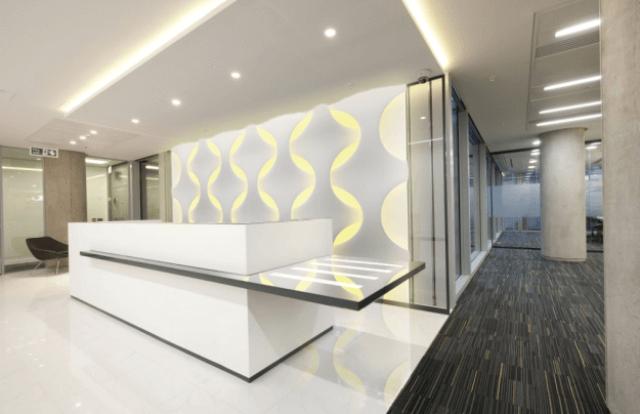 Оформление офисов с помощью стеновых подсвеченных панелей