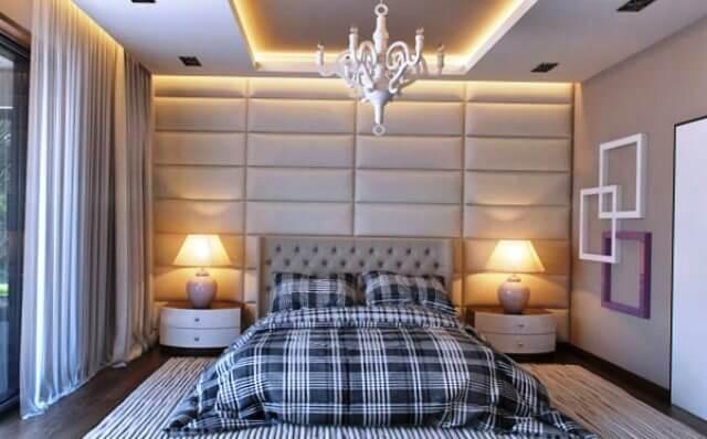 Мягкие кожаные стеновые панели в интерьере спальни