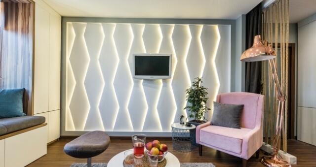 оформление зоны под телевизор подсвеченными панелями для стен